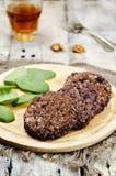 Naturreiswalnuss-Haferburger der schwarzen Bohnen mit Spinat Lizenzfreies Stockfoto