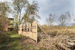 Naturreservat Brabbia-Sumpf, Provinz von Varese, Italien Birdwatching Turm und Abschirmung der Sperre lizenzfreie stockbilder