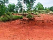Naturreservat mit rotem Sand in Frankreich lizenzfreie stockbilder