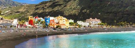Naturschönheit von Kanarischen Inseln - La Palma, Puerto De Tazacorte mit Türkismeer und großem Strand lizenzfreie stockfotos