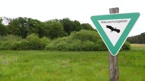Naturschutzgebiet - deutscher Bereich der natürlichen Reserve, Zeichen stock video footage