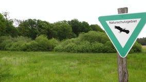 Naturschutzgebiet - deutscher Bereich der natürlichen Reserve, Zeichen stock footage