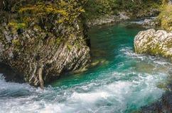 Natury jesieni krajobraz Siklawa przy Soteska Vintgar Slovenia Zdjęcia Royalty Free