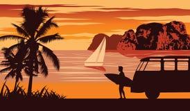 Natury scena morze w lecie, mężczyzny chwyta surfboard blisko plaża, rocznika koloru projekt obrazy stock