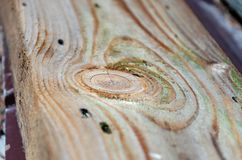 natuurlijk de barsten en de patronen op een oude houten raad stock afbeeldingen