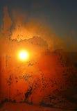 Natuurlijk ijspatroon en zonlicht op de winterglas Royalty-vrije Stock Afbeelding