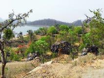 Natuurlijk mooi landschap van rotsachtige berg royalty-vrije stock afbeeldingen