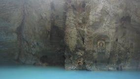 Natuurlijk ondergronds karst mineraal meer Proval met zuiver blauw water in Pyatigorsk stock footage