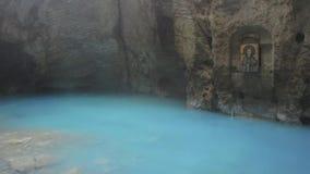 Natuurlijk ondergronds karst mineraal meer Proval met zuiver blauw water in Pyatigorsk stock video