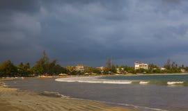 Natuurlijk patroon Vissersboten in Sri Lanka tijdens overzees onweer Royalty-vrije Stock Afbeelding