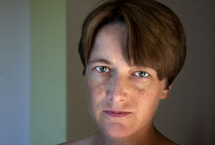 Natuurlijk portret van een jonge vrouw Royalty-vrije Stock Afbeelding