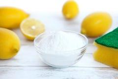 Natuurlijk reinigingsmachine, citroen en zuiveringszout stock afbeelding