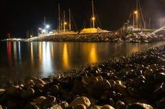 Natuurlijk rond gemaakte grint op zee kust Royalty-vrije Stock Foto