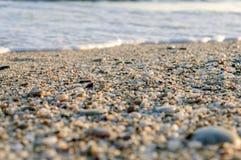 Natuurlijk rond gemaakte grint op zee kust, aard overzeese achtergrondtextuur Royalty-vrije Stock Fotografie