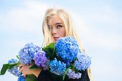 Natuurlijk schoonheidsconcept Huidzorg en schoonheidsbehandeling Zachte bloem voor gevoelige vrouw Zuivere schoonheid Tederheid v stock fotografie