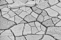 Natuurlijke abstracte textuur als achtergrond van droge gebarsten heldere kalksteengrond in Turkije stock foto's