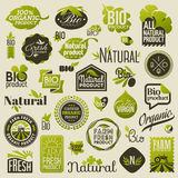 Natuurlijke biologisch productetiketten en emblemen. Reeks vectoren Royalty-vrije Stock Foto