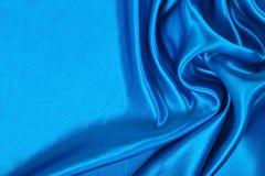 Natuurlijke blauwe de textuurachtergrond van de satijnstof Royalty-vrije Stock Afbeeldingen