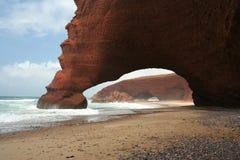 Natuurlijke boog en oceaan Stock Afbeelding
