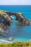 Natuurlijke boog langs de kust van Mendocino, Californië Royalty-vrije Stock Fotografie