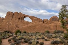 Natuurlijke Brug in Bogen Nationaal Park, Utah stock foto's
