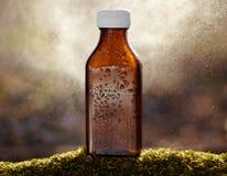 Natuurlijke geneeskunde - bruine fles Stock Foto's