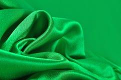Natuurlijke groene de textuurachtergrond van de satijnstof Royalty-vrije Stock Afbeelding