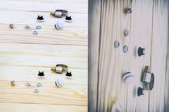 Natuurlijke houten achtergrond plastic bevestigingsmiddelen, metaal allen voor autoreparatie royalty-vrije stock foto