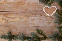 Natuurlijke Kerstmis met peperkoekhart Royalty-vrije Stock Afbeelding