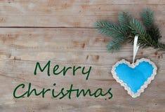 Natuurlijke Kerstmisgroeten met blauw hart Royalty-vrije Stock Afbeeldingen