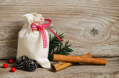 Natuurlijke Kerstmisornamenten Stock Foto's
