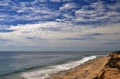 Natuurlijke Klip langs de Vreedzame Oceaan Royalty-vrije Stock Afbeelding