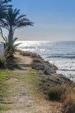 Natuurlijke kustweg door het Middellandse-Zeegebied Stock Afbeeldingen