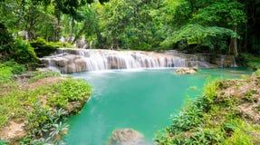 Natuurlijke landschapswaterval royalty-vrije stock afbeeldingen