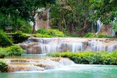 Natuurlijke landschapswaterval stock foto