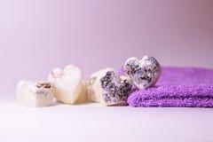 Natuurlijke lavenserharten van de kuuroordzeep royalty-vrije stock foto