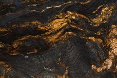 Natuurlijke lei met schaduwen van goud en zwarte royalty-vrije stock afbeeldingen