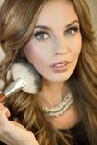 Natuurlijke make-up Donkerbruine maniervrouw Royalty-vrije Stock Foto's