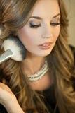Natuurlijke make-up Donkerbruine maniervrouw Stock Afbeelding