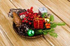 Natuurlijke materialen voor Kerstmisambachten stock foto's