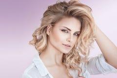 Natuurlijke mooie blondedame Royalty-vrije Stock Fotografie
