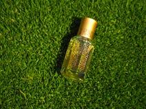 Natuurlijke olie voor ontspanning en zaligheid Traditionele Arabische wierook stock foto's