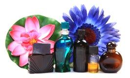 Natuurlijke parfumflessen stock foto's