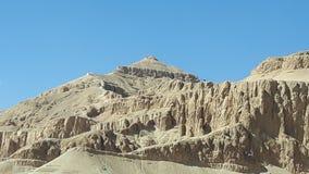 Natuurlijke piramid bij de Vallei van de koning dichtbij Thebe stock fotografie