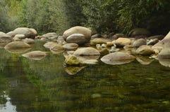 Natuurlijke Pools met Schilderachtig Stenen Mooi Landschap in Gr Raso Avila Reis van de de Poolsvakantie van de landschappenrivie royalty-vrije stock fotografie