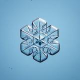 Natuurlijke sneeuwvlok weinig stuk van ijs Stock Foto
