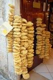 Natuurlijke sponsen in de giftwinkel Stock Foto's
