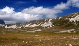 Natuurlijke Vallei dichtbij Campo Imperatore Abruzzo Italië Stock Fotografie