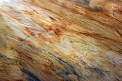 Natuursteen, marmeren textuur in geel met grijze stroken en strepen, mooie achtergrond stock fotografie