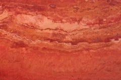 Natuursteen van rode kleur, travertijn van rode kleur met aders Stock Afbeelding